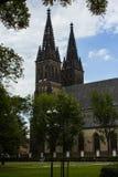 圣皮特圣徒・彼得和圣保罗大教堂是一个新哥特式教会在Vyshegrad堡垒在布拉格,捷克 库存照片