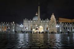 圣皮特圣徒・彼得` s大教堂、圣诞树和诞生场面 库存图片