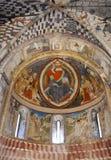 圣皮特圣徒・彼得和保罗教会在Biasca,瑞士:在mandorla形状里面的耶稣基督 图库摄影