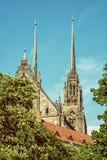 圣皮特圣徒・彼得和保罗著名大教堂在布尔诺,摩拉维亚,减速火箭的f 库存图片