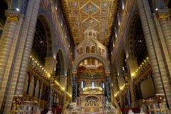 圣皮特圣徒・彼得和圣保罗大教堂内部在佩奇匈牙利 库存图片