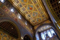 圣皮特圣徒・彼得和圣保罗大教堂内部在佩奇匈牙利 免版税库存图片