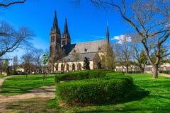 圣皮特圣徒・彼得和圣保罗大教堂在Vysehrad堡垒在布拉格,捷克 免版税库存照片