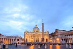 圣皮特圣徒・彼得在日落的` s正方形 城市意大利罗马梵蒂冈 库存照片