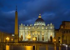 圣皮特圣徒・彼得在日落的` s正方形 城市罗马梵蒂冈 库存图片