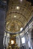 圣皮特圣徒・彼得在梵蒂冈的` s大教堂内部在罗马意大利 库存照片