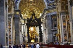圣皮特圣徒・彼得在梵蒂冈的` s大教堂内部在罗马意大利 库存图片