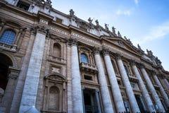 圣皮特圣徒・彼得在梵蒂冈的` s大教堂门面在罗马意大利 图库摄影