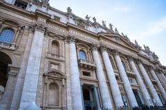 圣皮特圣徒・彼得在梵蒂冈的` s大教堂门面在罗马意大利 免版税库存图片