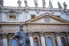 圣皮特圣徒・彼得在梵蒂冈的` s大教堂门面在罗马意大利 库存图片