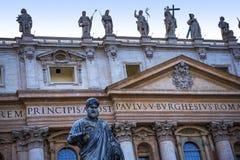 圣皮特圣徒・彼得在梵蒂冈的` s大教堂门面在罗马意大利 免版税库存照片