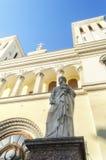 圣皮特圣徒・彼得雕象圣徒彼得和保罗教会信义会的入口的(1838)在圣彼德堡 库存图片