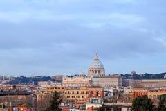 圣皮特圣徒・彼得` s大教堂在黎明,罗马,意大利圆顶  免版税库存照片
