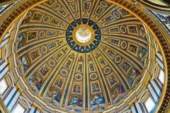 圣皮特圣徒・彼得` s大教堂的内部看法 免版税库存图片
