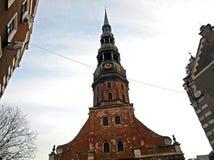 圣皮特圣徒・彼得` s教会塔在老里加 图库摄影