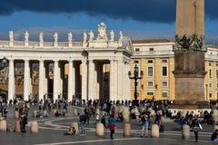 圣皮特圣徒・彼得` s正方形广场的圣彼得罗游人 免版税图库摄影
