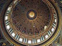 圣皮特的大教堂圆顶 免版税图库摄影