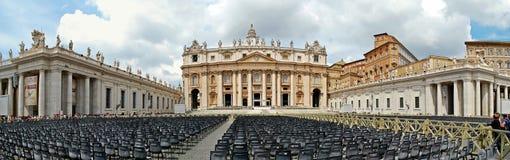 圣皮特罗马教皇的大教堂在梵蒂冈 图库摄影