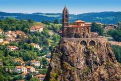 圣米歇尔d `黎火山丘en的Velay,法国艾吉尔教堂 库存照片
