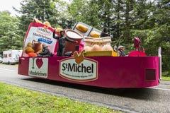 圣米谢尔Madeleines -环法自行车赛汽车2014年 库存照片
