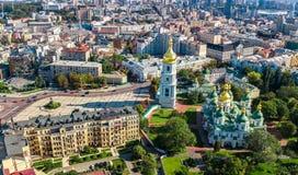 圣索菲娅从上面大教堂和基辅市地平线空中顶视图, Kyiv都市风景,乌克兰 免版税库存照片