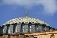 圣索非亚大教堂的圆顶伊斯坦布尔关闭的 图库摄影