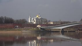 圣索非亚大教堂钟楼和圆顶的看法  novgorod veliky的俄国 股票录像