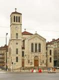 圣约瑟夫教会在萨拉热窝 达成协议波斯尼亚夹子色的greyed黑塞哥维那包括专业的区区映射路径替补被遮蔽的状态周围的领土对都市植被 免版税库存图片