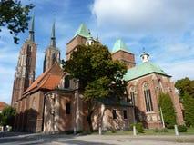 圣约翰哥特式大教堂在Tumski海岛上的浸礼会教友 其中一个著名地标在城市 wroclaw 库存照片