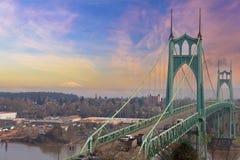 圣约翰斯桥梁和Mt圣Helens 库存图片