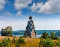 圣约翰木教会浸礼会教友在Shirkovo村庄  免版税库存照片