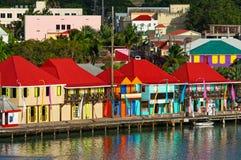 圣约翰的港口,安提瓜,西印度群岛五颜六色的游轮口岸  图库摄影