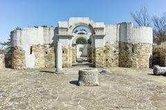 圣约翰10世纪初圆的教会废墟在保加利亚第一帝国附近伟大的大普雷斯拉夫首都的 库存照片
