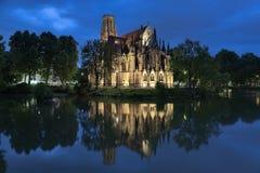 圣约翰Fire湖的` s教会在黄昏的斯图加特,德国 库存图片