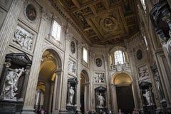 圣约翰Lateran大教堂的教堂中殿在罗马意大利 免版税库存照片