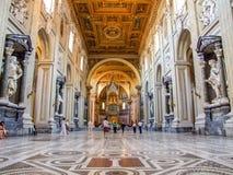 圣约翰Lateran Archbasilica的内部在罗马 免版税库存照片
