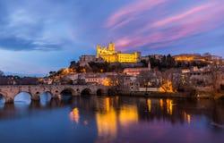 圣纳泽尔大教堂和Pont Vieux在贝济耶,法国 免版税库存图片