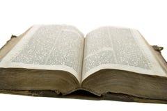 圣经书老开放读取葡萄酒 库存照片