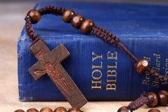 圣经交叉 免版税图库摄影