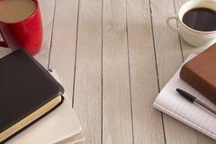 圣经和一杯咖啡 免版税库存照片
