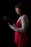 圣经读取妇女 库存照片