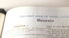 圣经 创世纪 天主教徒神圣的信仰宗教书 在上帝概念catholicity的信念信念的灵性的 股票录像