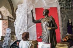 圣胡安地亚哥雕塑在Gauda里面古老大教堂的  免版税库存照片
