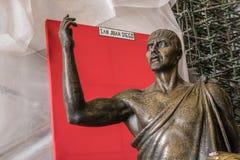 圣胡安地亚哥雕塑在Gauda里面古老大教堂的  库存照片