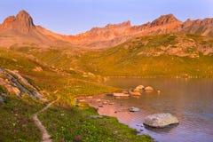 圣胡安山的Ice湖在日出 库存照片