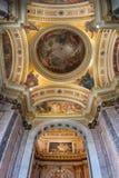 圣艾萨克斯大教堂的内部,圣彼德堡,俄罗斯圆顶天花板ornated与圣经绘画 内部全景 图库摄影