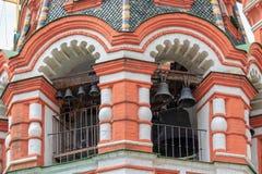 圣蓬蒿红场的` s大教堂钟楼在莫斯科特写镜头夏日 免版税图库摄影