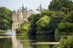 圣詹姆斯公园和宫殿,伦敦 免版税库存图片