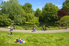圣詹姆斯公园在伦敦,英国 库存照片