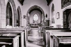 圣詹姆斯教会伟大的Longburton教堂中殿HDR,英国 免版税库存图片
